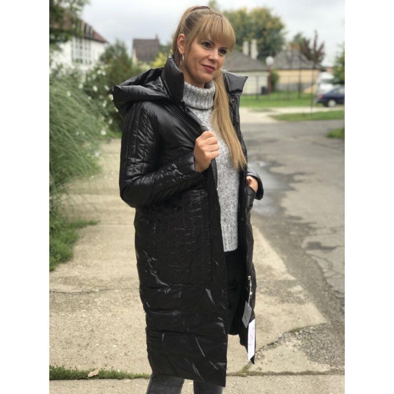 Fekete hosszú kapucnis kabát