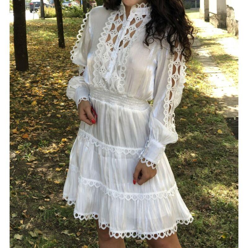 Fehér szatén ruha csipkével