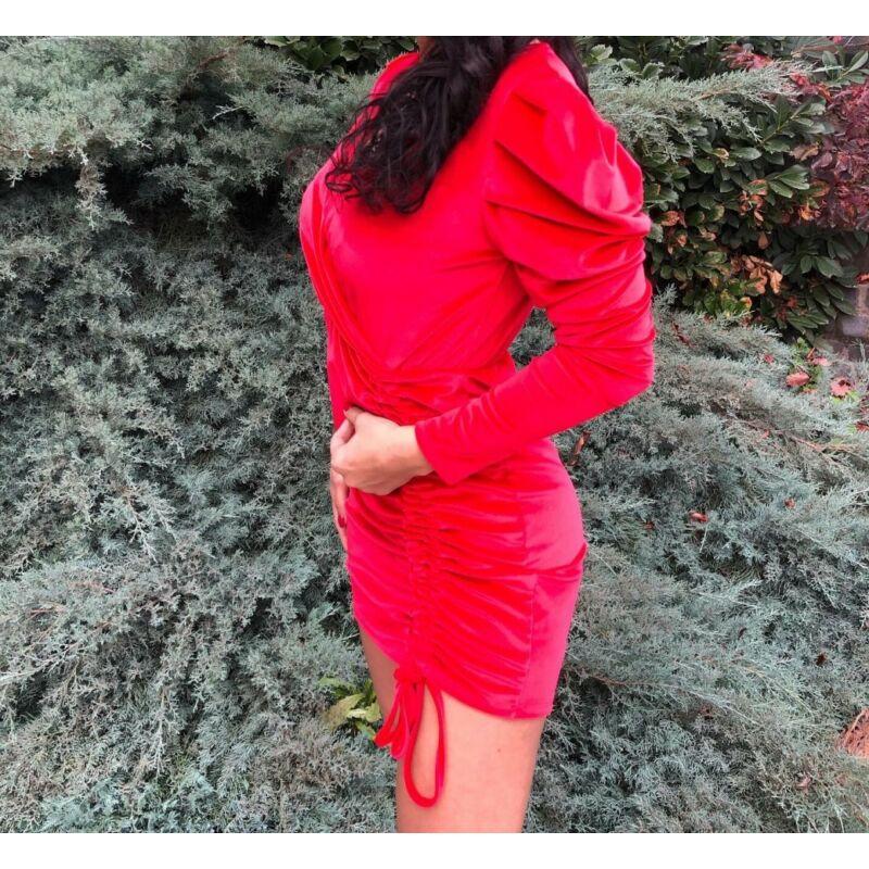 Piros bársony ruha elöl húzott