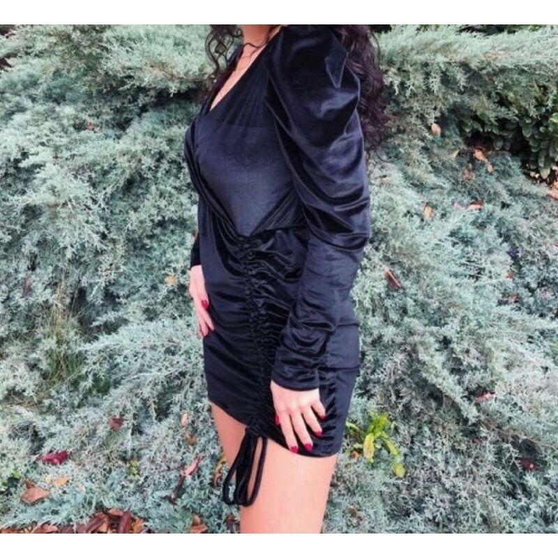 Fekete bársony ruha elöl húzott